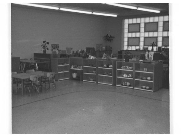 Jane Nielson's photographs of Montessori classrooms